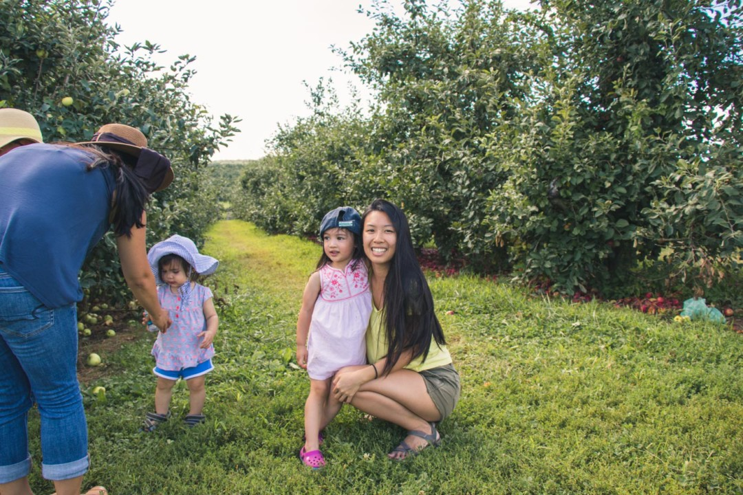 Apple picking with family / simplylovebirds.com