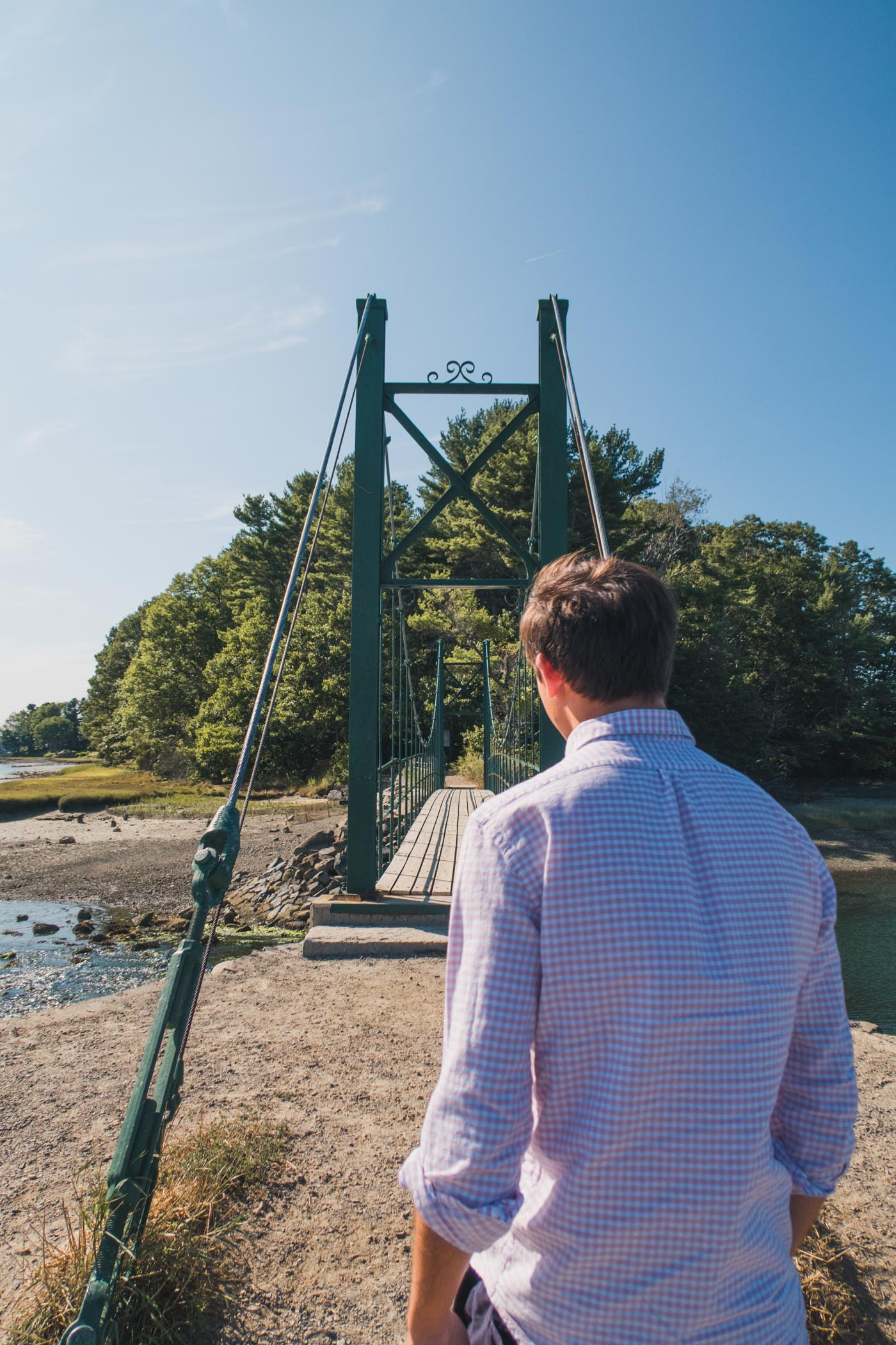Walking the Wiggly Bridge in York, Maine / Simply Lovebirds
