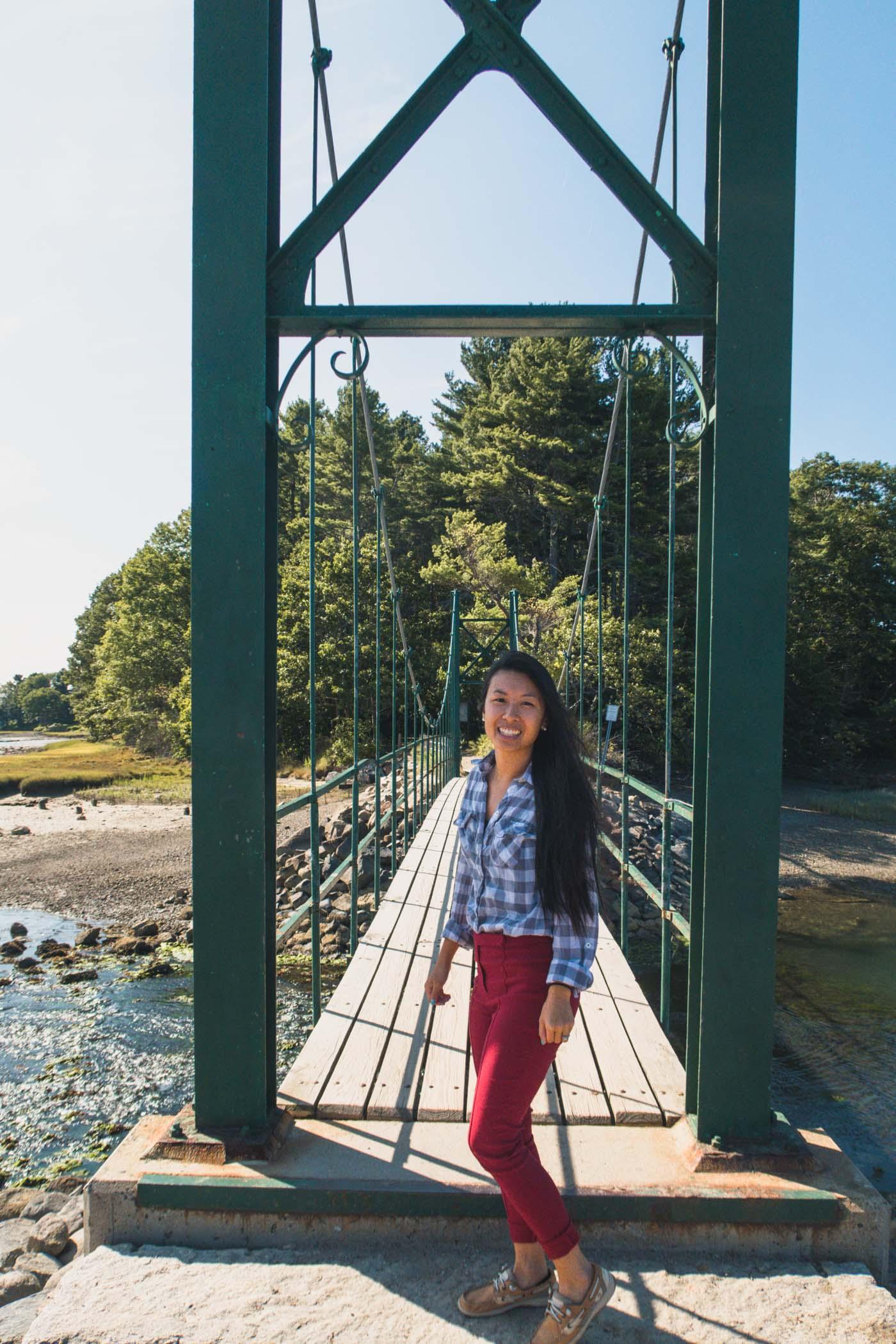 Walking the Wiggly Bridge in York, Maine / Simply Lovebirds