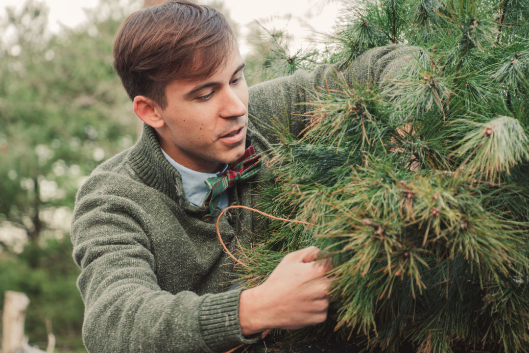 Tying up the Christmas Tree - Simply Lovebirds - New England Lifestyle Blog