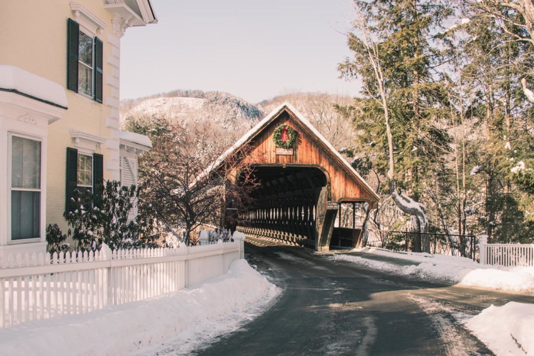 Woodstock Middle Bridge in the Winter - SImply Lovebirds