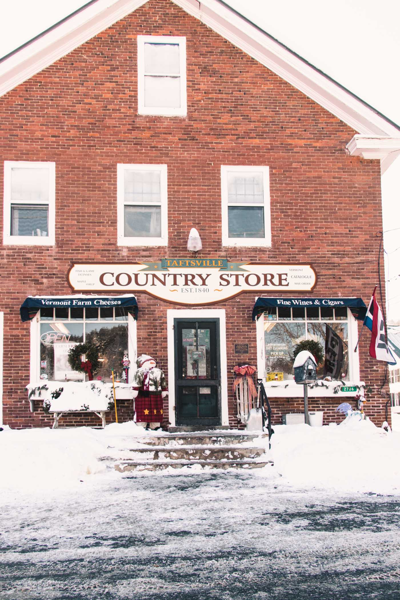 Quaint Country Store in Woodstock, Vermont - Simply Lovebirds - New England Lifestyle Blog
