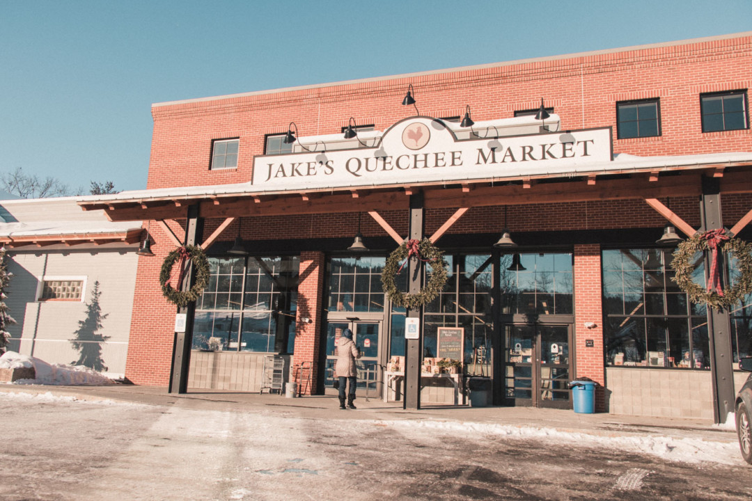 Entrance of Jake's Quechee Market in Vermont - Simply Lovebirds - New England Lifestyle Blog
