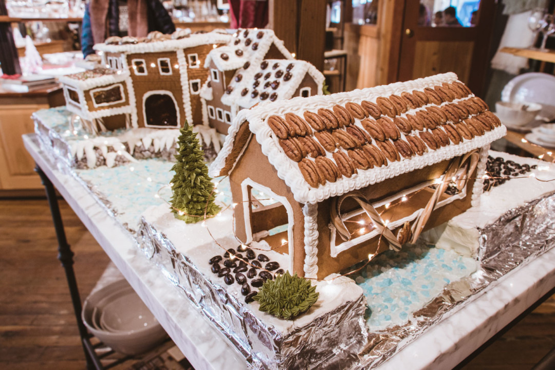 Gingerbread house in Vermont - Simply Lovebirds
