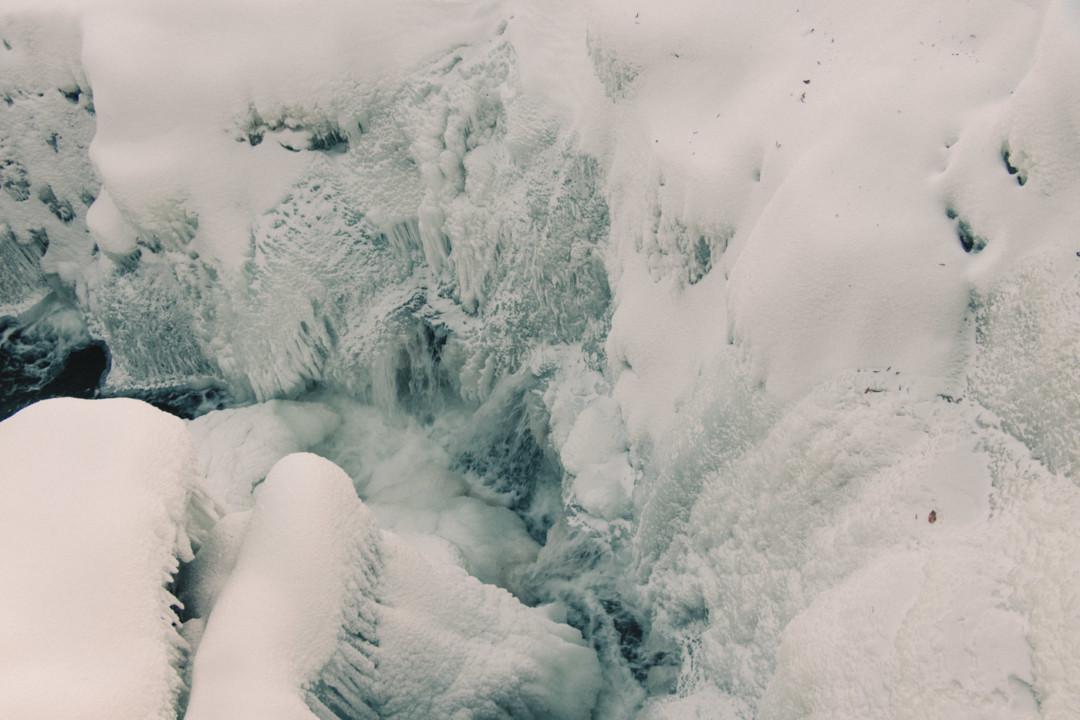 Frozen river in Vermont - Simply Lovebirds